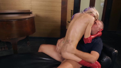 Gorgeous Jessa Rhodes in red latex has passionate sex