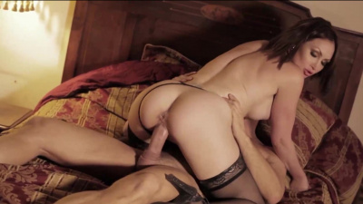 Australian beauty Yasmin Scott squirts girl juice as she's fucked hardcore-style