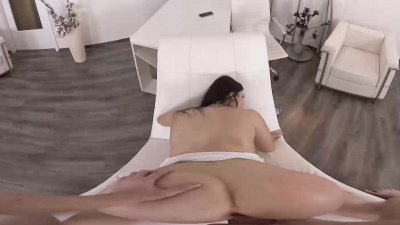 Kizzy Sixx sits down on bf's erected cock with her stretched asshole VR