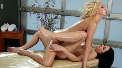 Tiffany Watson having a woman eating out her pussy for the very first time
