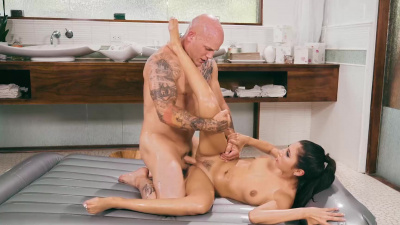Masseuse Gianna Dior gets a hard fuck and cum in her mouth