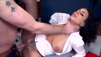 Brunette hottie Mara Martinez pleasing her boss at work