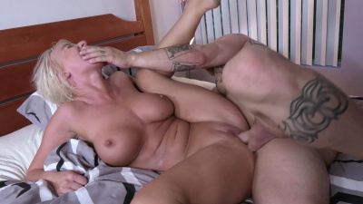 Super hot milf London River makes hung stud go crazy on her