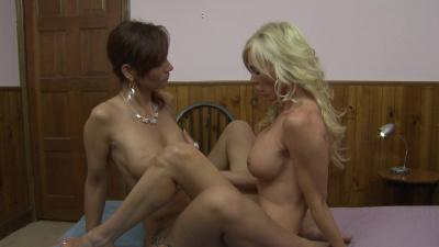 Demi Dantric and Syren De Mer has sex in shady motel
