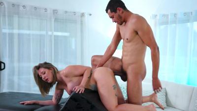 Betty Foxxx can't resist masseur's hard prick