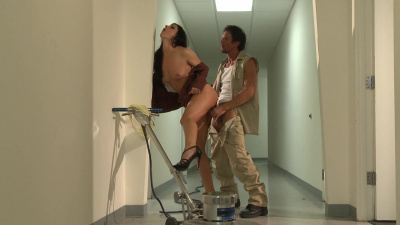 Lady boss India Summer using worker for pleasure