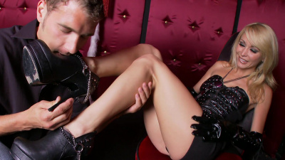 Monique Alexander brings her man to orgasm with her perfect feet