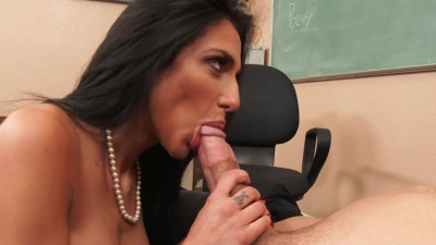 Jaclyn Taylor seduce her student and fuck him on her classroom desk